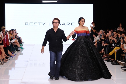 LOS ANGELES, CA - OCTOBER 05: Fashion designer Resty Lagare (L) walks the runway at Los Angeles Fashion Week SS18 Art Hearts Fashion LAFW on October 5, 2017 in Los Angeles, California. (Photo by Arun Nevader/Getty Images)