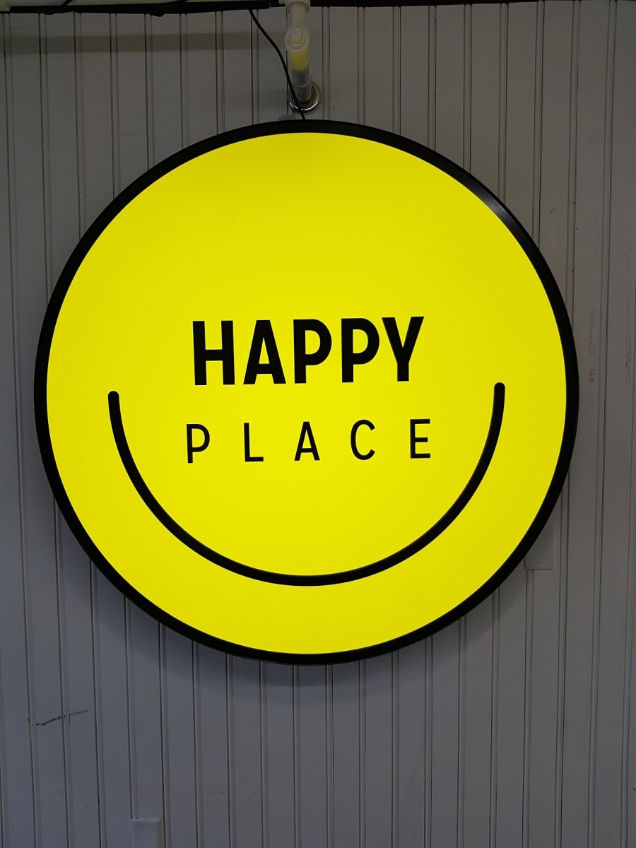 toronto loves happy pop up phenomenon happy place announces final three week extension having. Black Bedroom Furniture Sets. Home Design Ideas